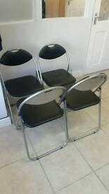 Set of 4 foldable chairs