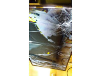 Television UE48J5100AW smashed screen no stand no remote