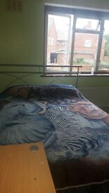 DOUBLE ROOM TO RENT FOR FEMALE STUDENT OR PROFFESSIONAL. GREENFORD