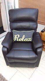 Reclineing leather look chair