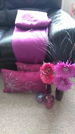 90x90 curtains, cushions and vases