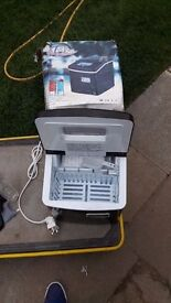 **ICE MAKER**PERFECT FOR SUMMER \ PARTIES \ RESTAURANT ETC**ONLY £80**COLLECTION\DELIVERY**NO OFFERS