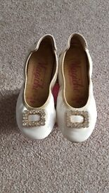 Lelli Kelly white Magiche shoes size 29 comes with box