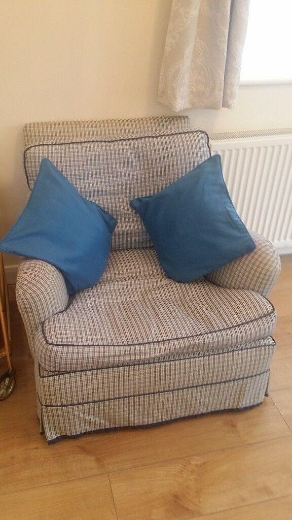 Very Good Condition Stylish Single Seat Armchair Sofa Arm