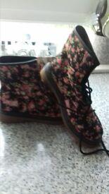 ladies size 7 floral boots