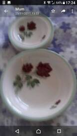 Serving bowl and 5 small bowls, Royal Tudor