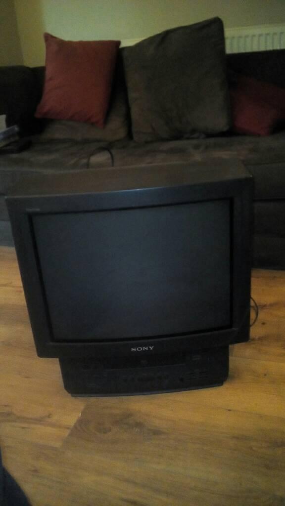 """Sony Triniton 21"""" TV VHS"""