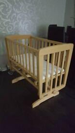 Mamas & Papas swinging crib in excellent condition