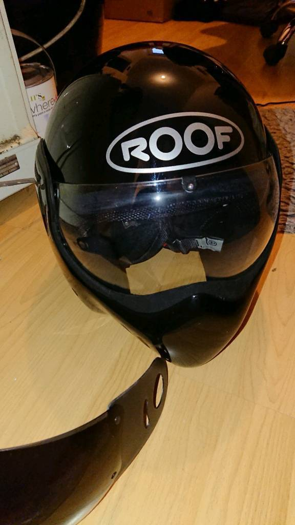 Roof boxer RO5 crash helmet
