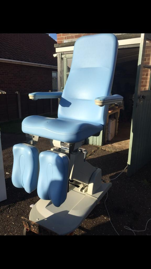 Podiatry / Chiropody clinic patient chair couch