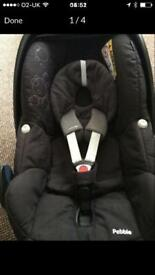 Maxi Cosi Pebble car seat with newborn insert, Great Condition