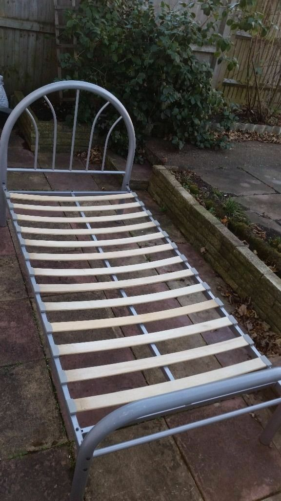 single metal frame complete in very good condition and very solid