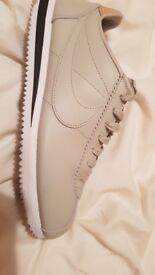 Nike cortez size 8 1/2