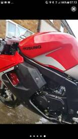 Hyosung super sports motorbike 125cc red & black 2016 no mot