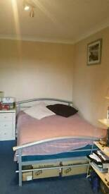 Double room in modern house near tube.