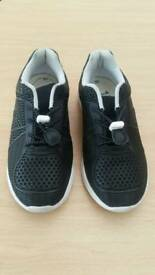 Clarks black trainers 2H