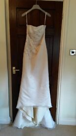 Gorgeous Ivory Silk Wedding Dress by Diana Gray. Size 10-12 Length 4ft with trail 5.5ft.