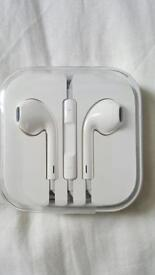 New apple iphone earphone. Still boxed. Came with iPhone 6