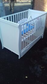 2 New baby beds