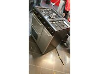 Newworld 5 hub ring cooker with grill and oven and side storage. 07939002324