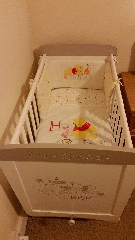LIKE NEW!! Winnie the pooh gliding crib and bedding