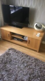 Side table & TV unit great condition !!