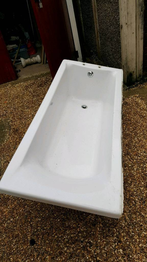 White fibre glass white bath tub