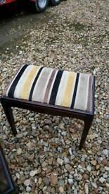 Stag minstrel stool