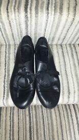 Tap shoes size 6 in black