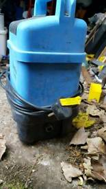 Kew pressure washer
