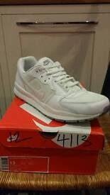 Nike Air windrunners white