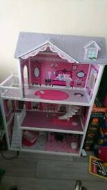 Barbies/dolls house
