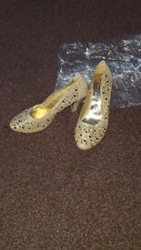 Beautiful heels party selling now