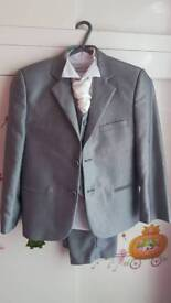 Boys suit size 6-7 years