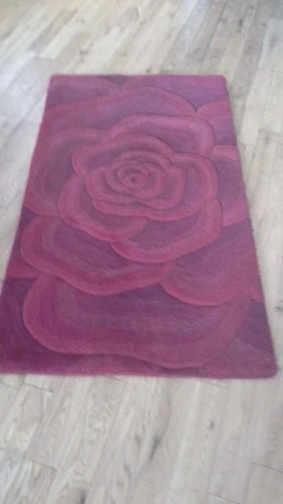 Beautiful Rose sculptured Mat with 100% wool heavy pile 150cm X 80cm VGC See my other Ad's