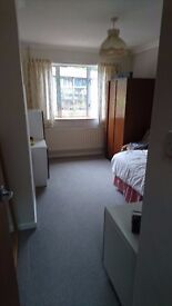 Double room available in Winchester - 1 km from train station. All bills Included