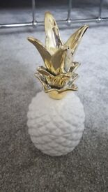 Ceramic white and gold pineapple