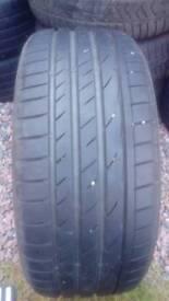 Tyre 225/50/17