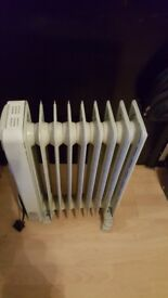 Delonghi oil filled radiator. FREE delivery in Derby