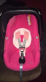 Pink maxi cosi pebble car seat as new condition