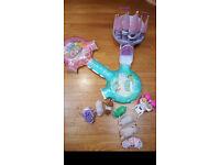 Zhu zhu pets castle, track, tunnel, pushchair, outfit, bag and 7 Zhu zhu pets & 2 babies