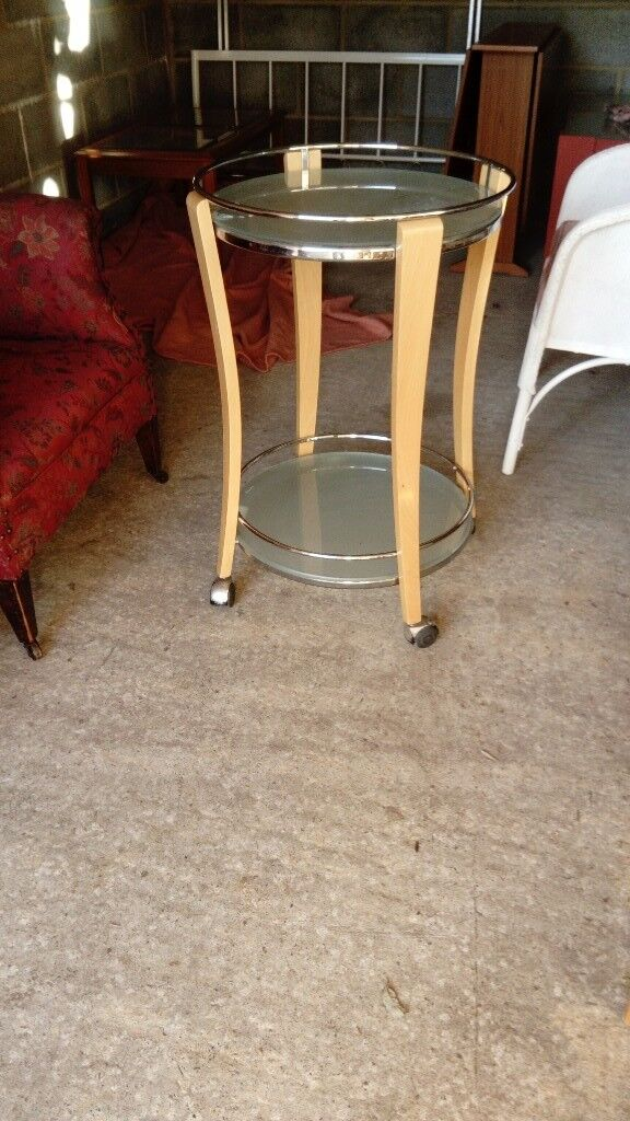 Cool trolley on wheels glass top in good condition