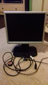 hp 1940 19ins monitor good condition risers up and moves back with plug in cable
