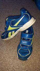 Boys used Reebok trainers uk size 12