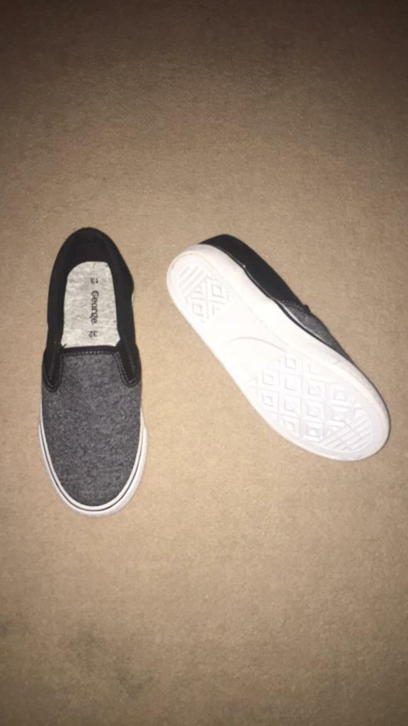 Boys Trainers - Size 13 - NEW