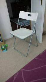 White table + 4 folding chairs great condition