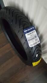 Brand New Metzeler roadtec 01 Front tyre 120 60 17