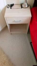 2 bedside cabinets