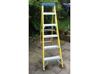TOOLSHIELD FIBREGLASS STEP LADDER - 5 STEP