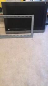 Hitachi tv with bracket and remote
